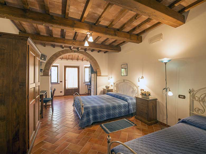 Vacanza in toscana pienza all 39 agriturismo colombaiolo for Camere arredate